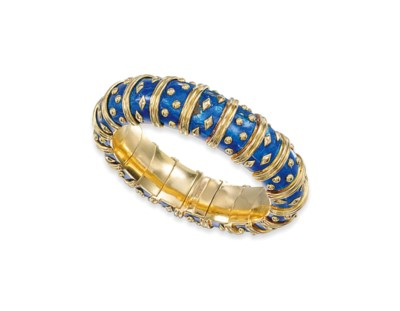 AN ENAMEL BANGLE AND PAIR OF E