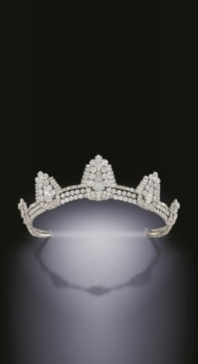 A SUPERB ART DECO DIAMOND TIAR