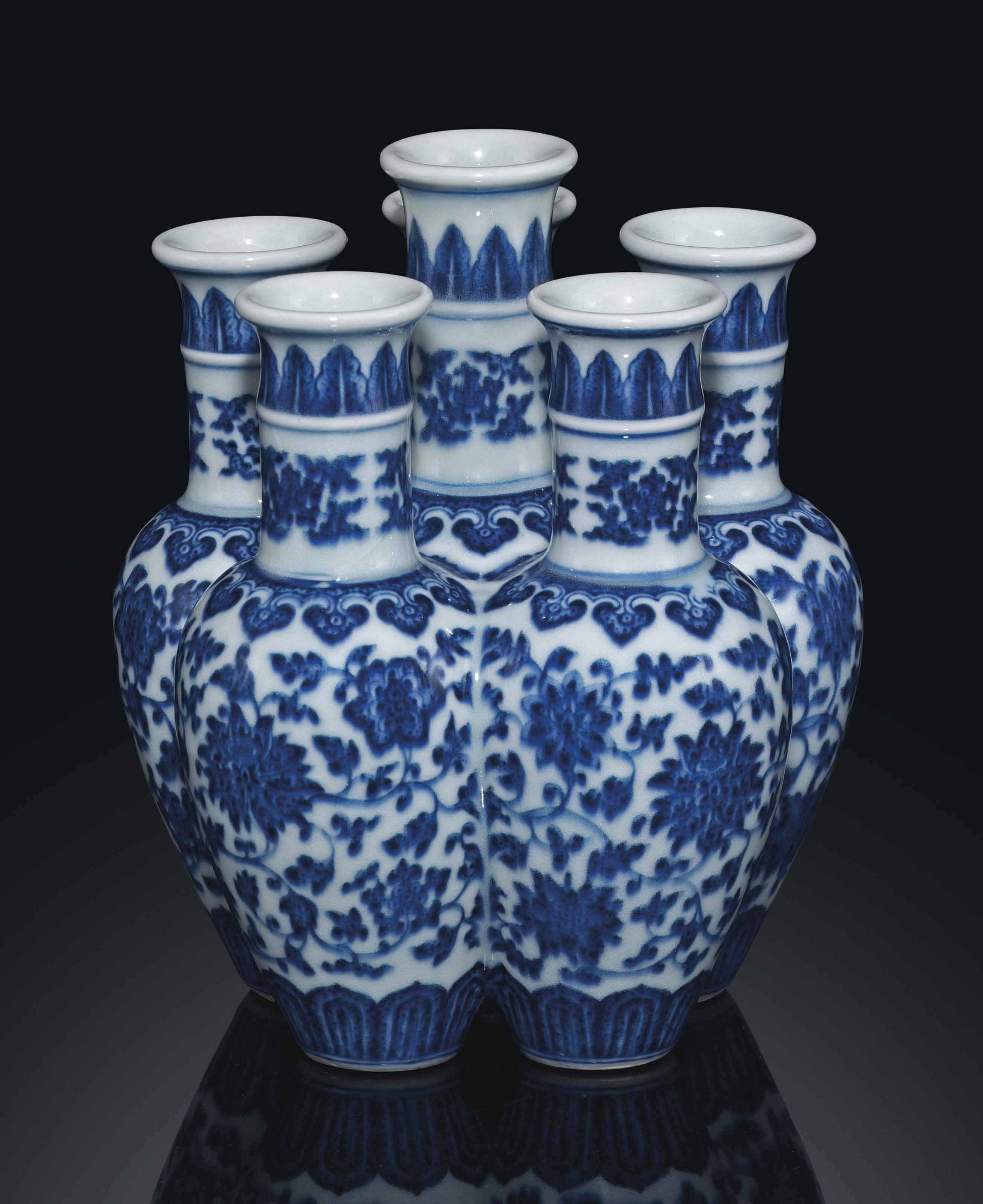 A RARE BLUE AND WHITE CONJOINED VASE