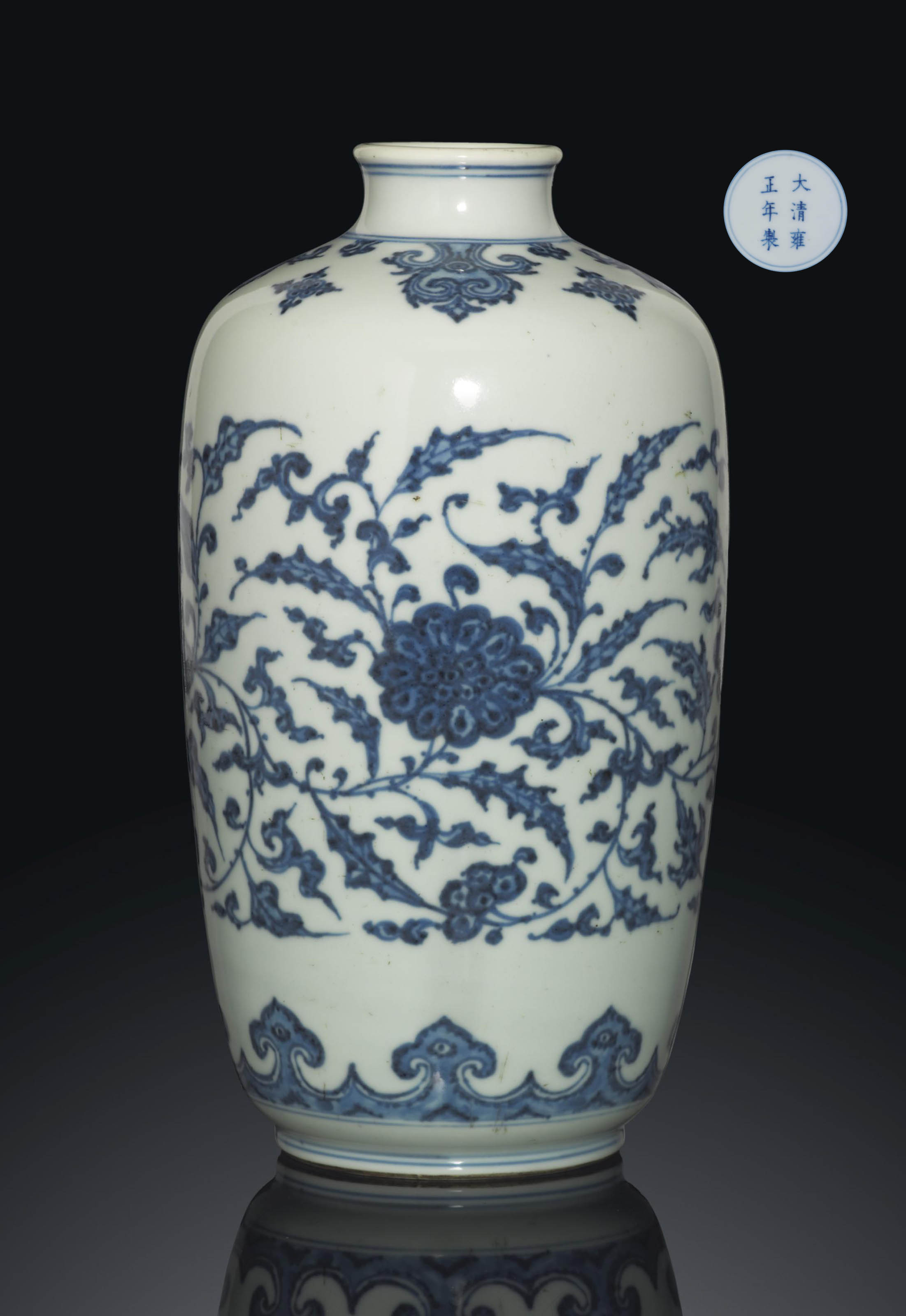 A RARE BLUE AND WHITE CYLINDRICAL VASE