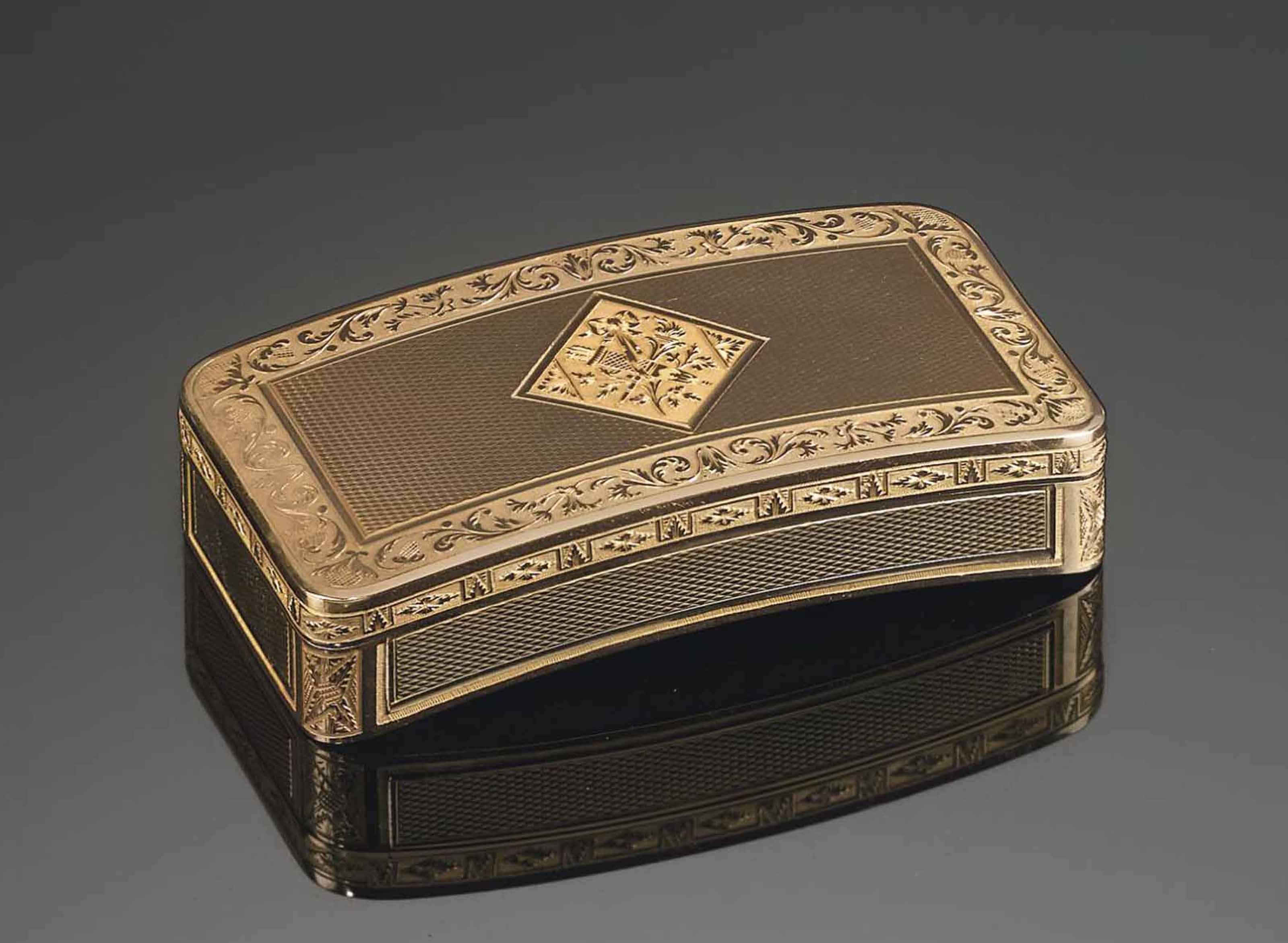 A FRENCH VARI-COLOUR GOLD SNUFF-BOX