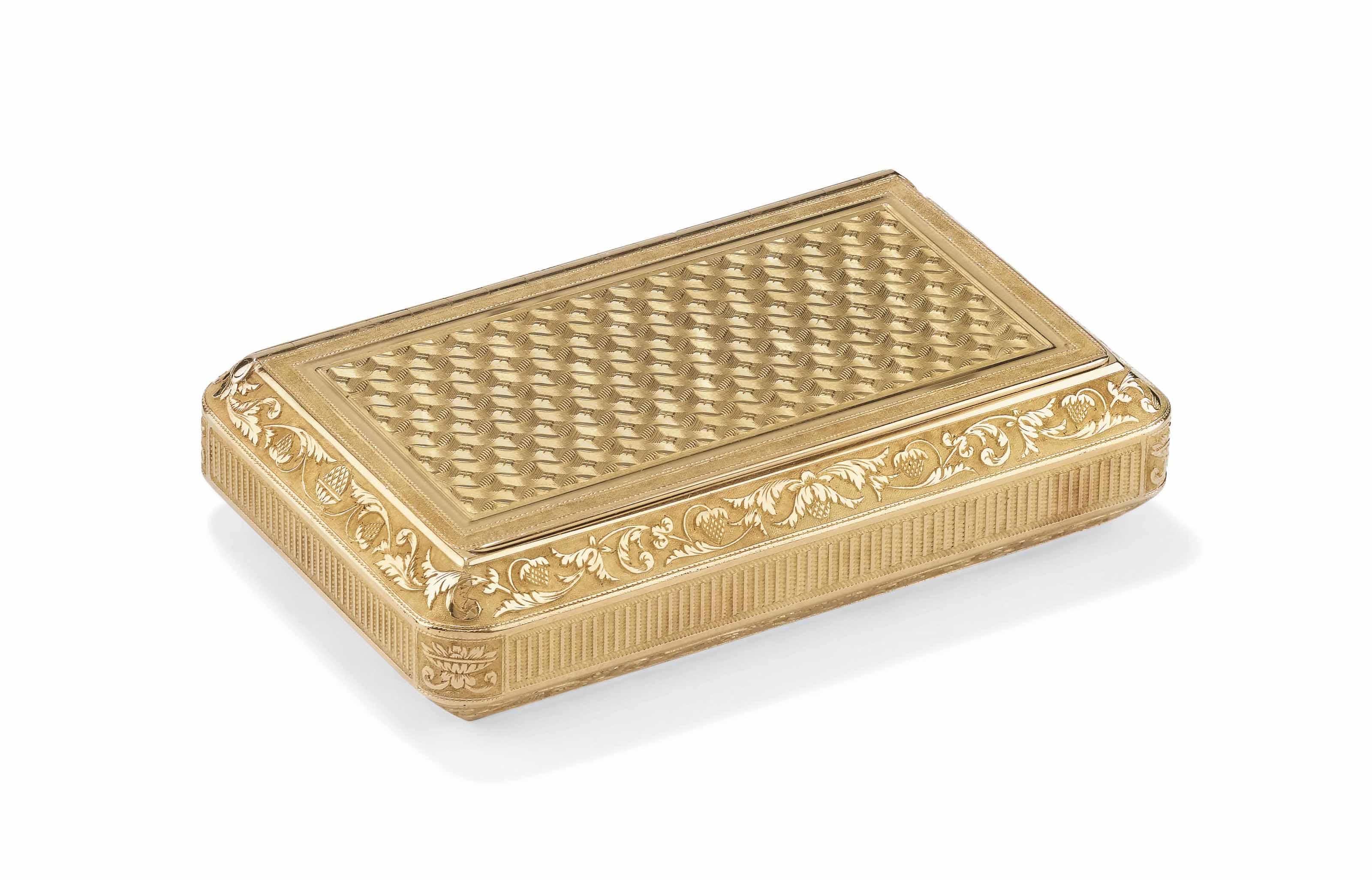 A FRENCH VARI-COLOUR GOLD SNUF