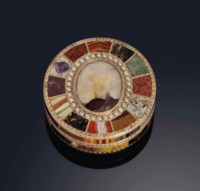 A VERY FINE SAXON HARDSTONE AND GOLD BONBONNIERE