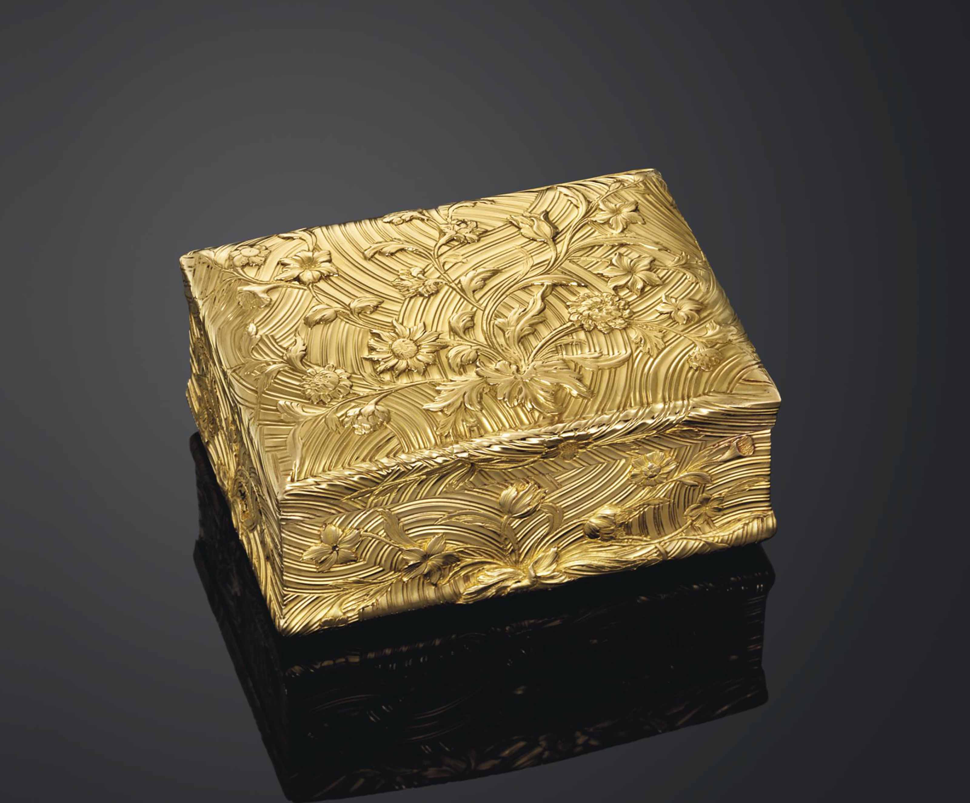 A LOUIS XV-STYLE GOLD SNUFF-BO
