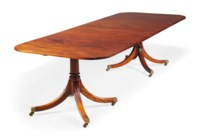 A MAHOGANY EXTENDING DINING TABLE