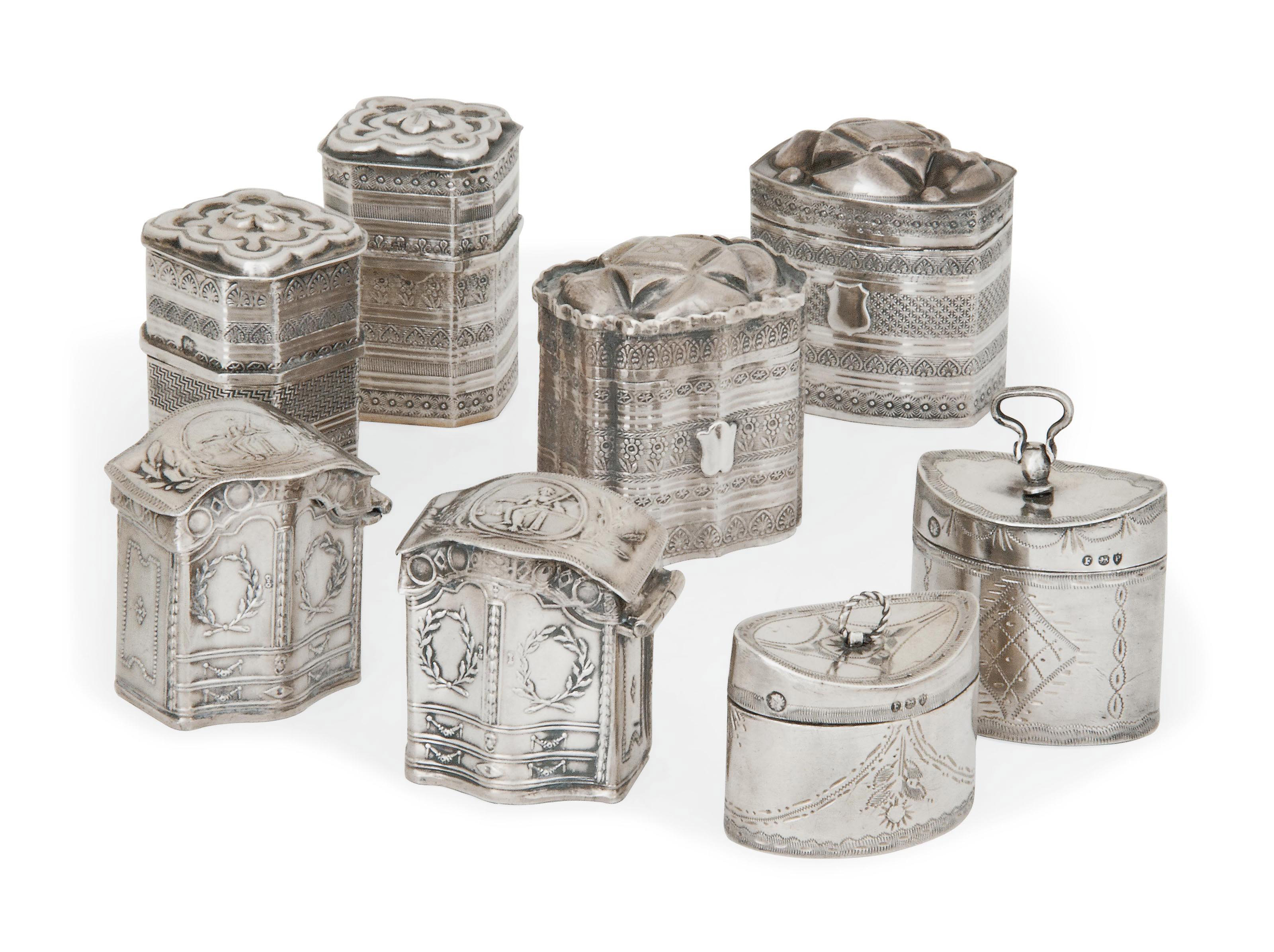 A GROUP OF EIGHT DUTCH SILVER