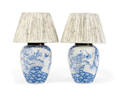 A PAIR OF JAPANESE BLUE AND WH
