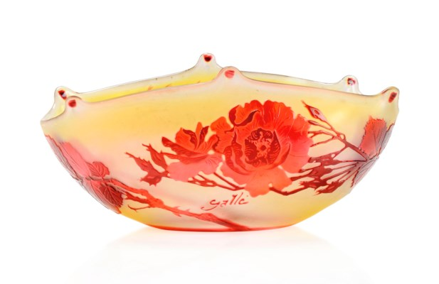 A GALLÉ CAMEO GLASS BOWL