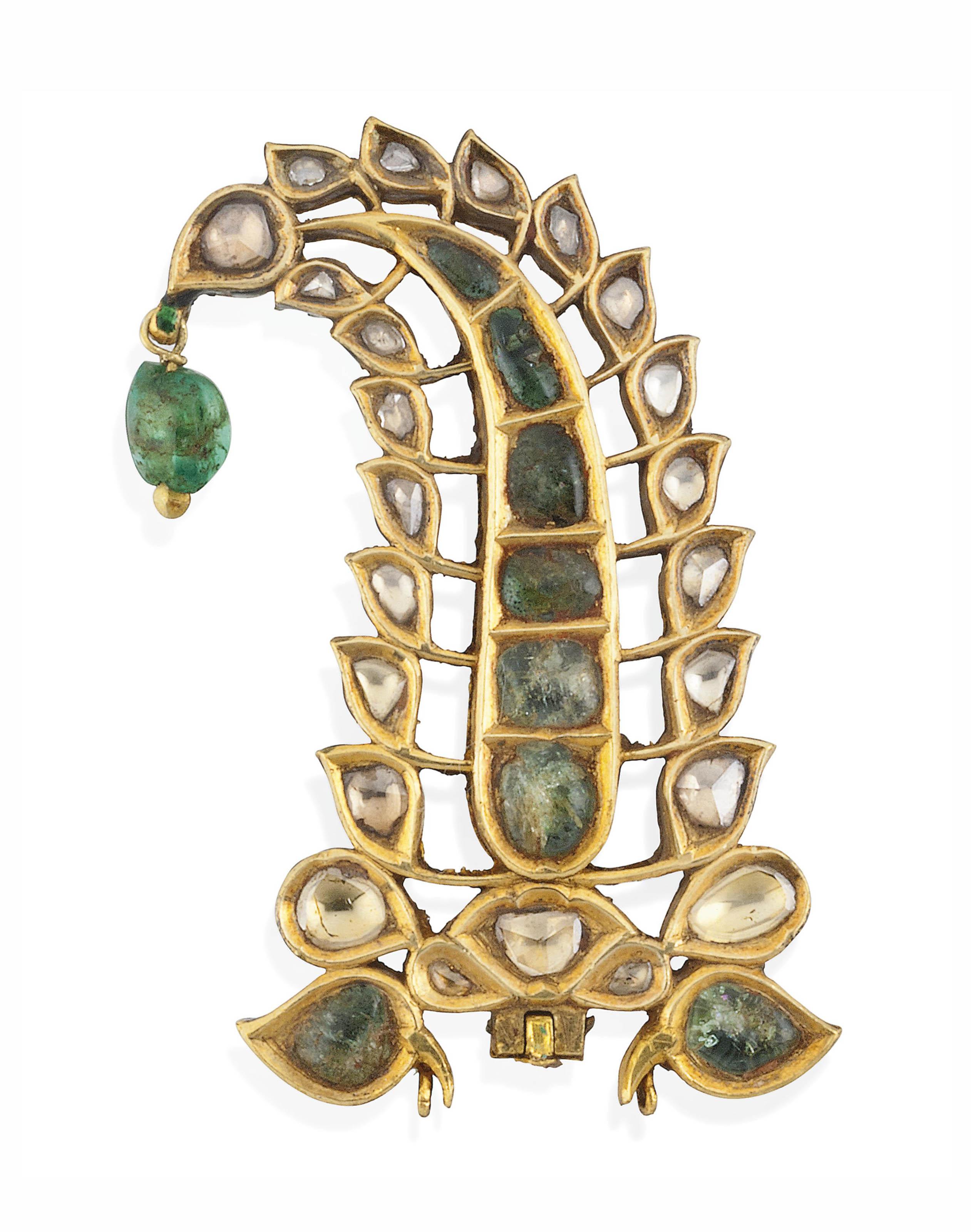 A DIAMOND AND EMERALD-SET GOLD TURBAN ORNAMENT (SARPECH)