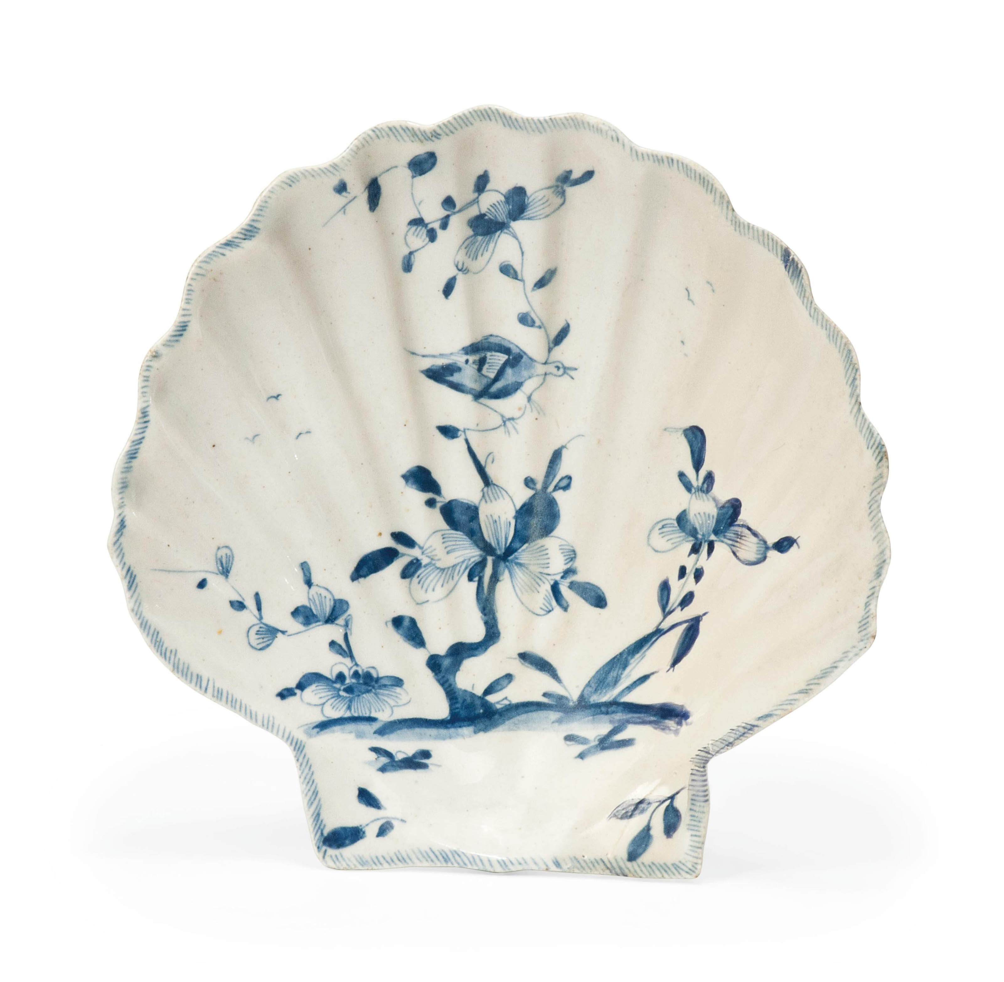 A LOWESTOFT BLUE AND WHITE PECTIN-SHELL DISH