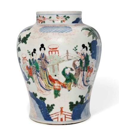 A CHINESE WUCAI BALUSTER JAR