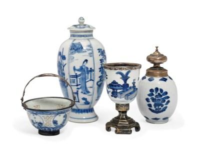 THREE CHINESE BLUE AND WHITE S