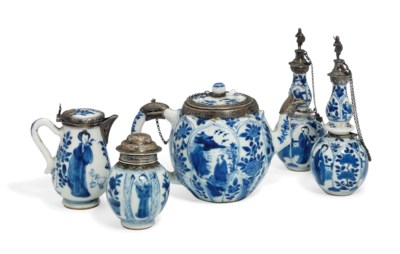 FIVE CHINESE BLUE AND WHITE SI