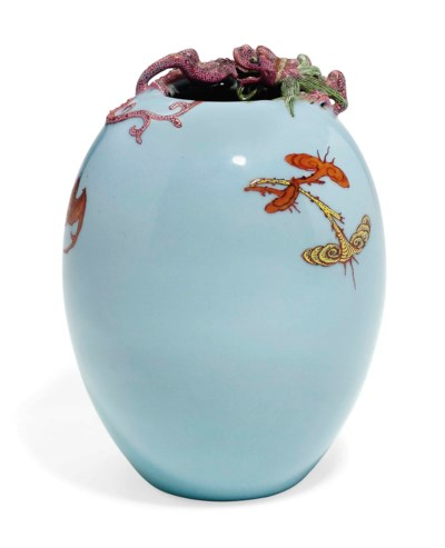 A CHINESE LAVENDER-GLAZED OVOI