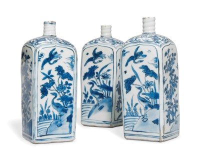 THREE CHINESE BLUE AND WHITE S