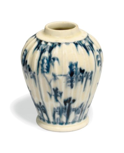 A MEISSEN BLUE AND WHITE GADRO