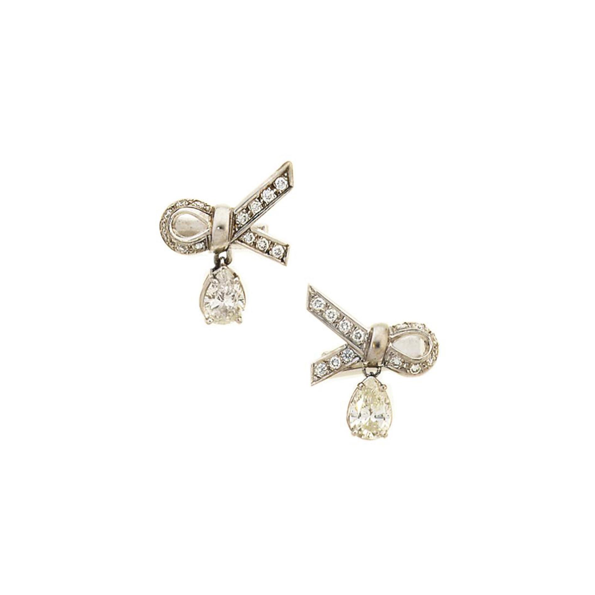 A pair of diamond cufflinks
