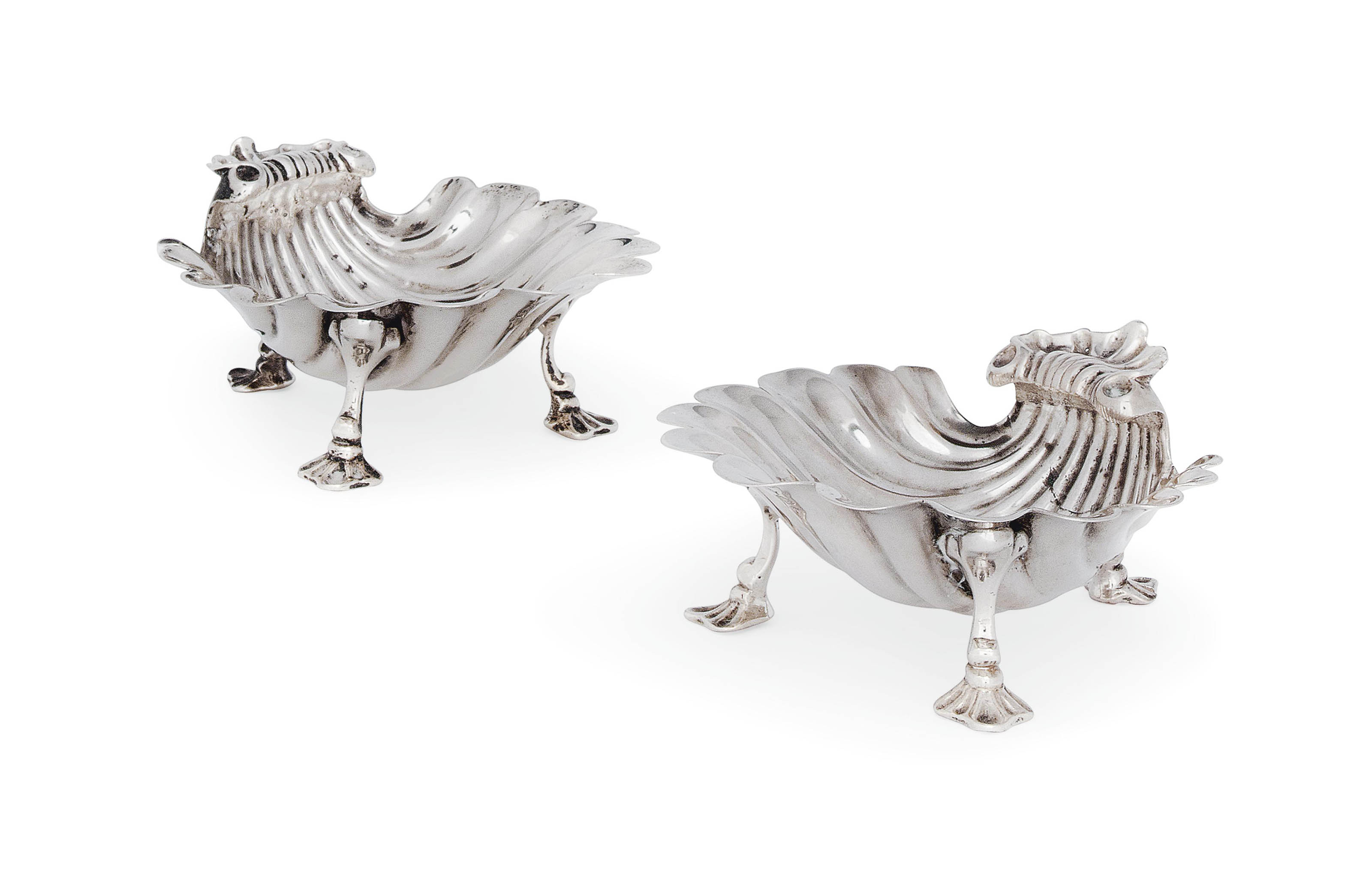 A PAIR OF GEORGE II SILVER BUTTER SHELLS