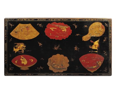A CHINOISERIE AND GILT DECORAT