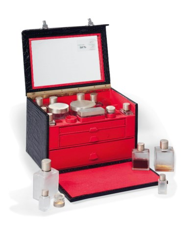 A LADY'S VANITY TRAVEL CASE IN