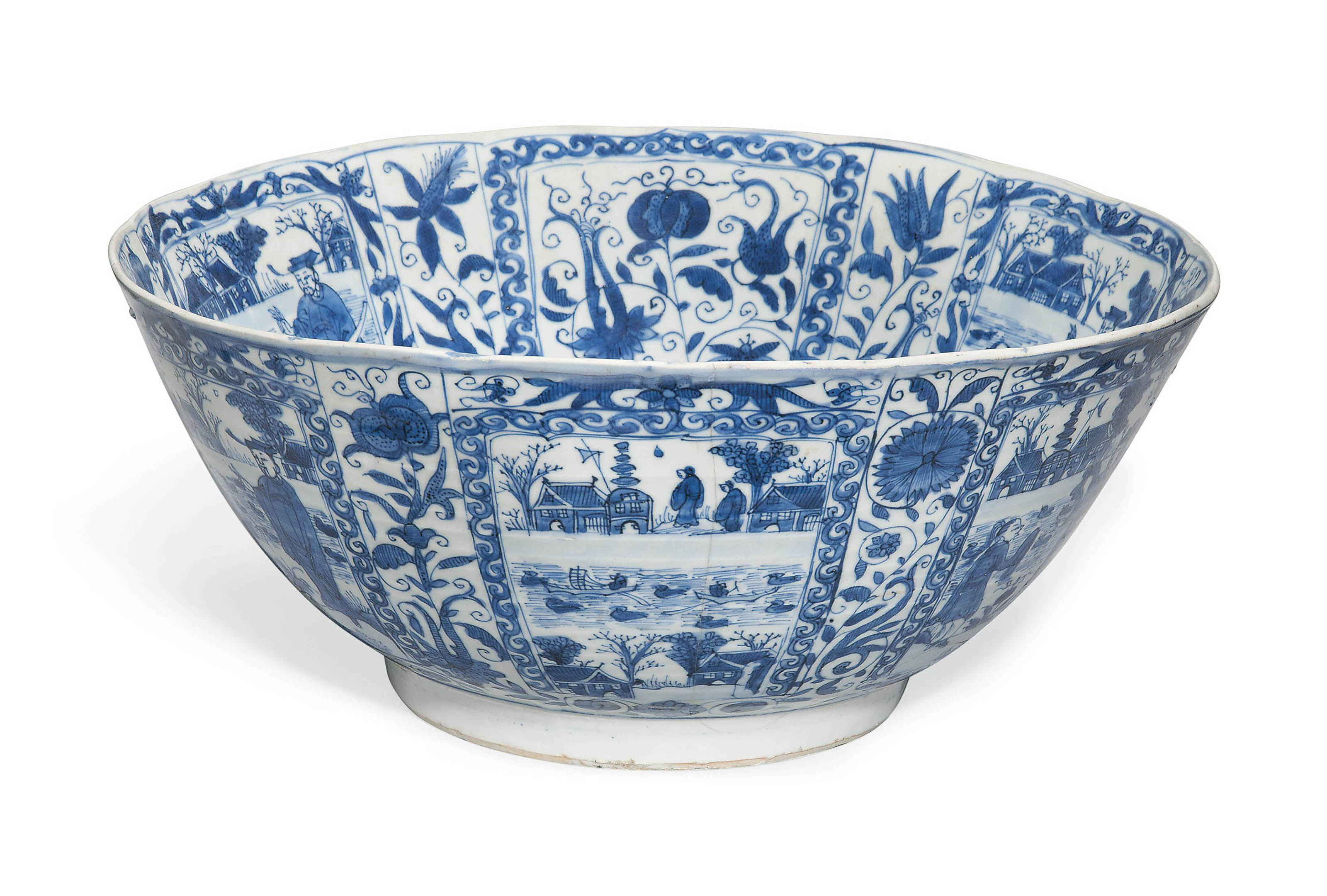 A LARGE CHINESE BLUE AND WHITE 'KRAAK PORSELEIN' BOWL