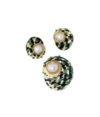 A shell and emerald earring and brooch suite, by Trianon