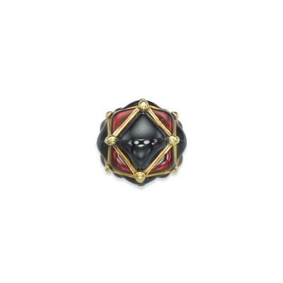 AN ENAMEL AND GOLD RING, BY DA