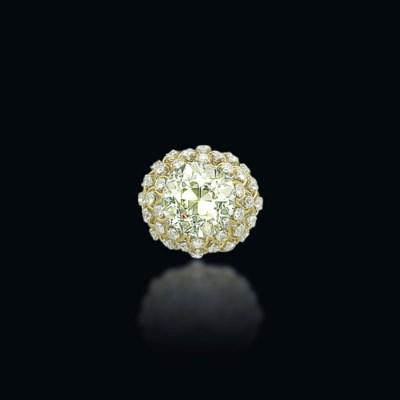 A COLOURED DIAMOND RING, BY DA