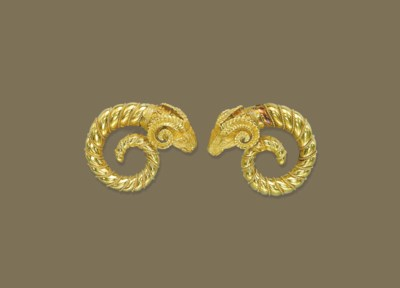 A PAIR OF GOLD ETRUSCAN REVIVA