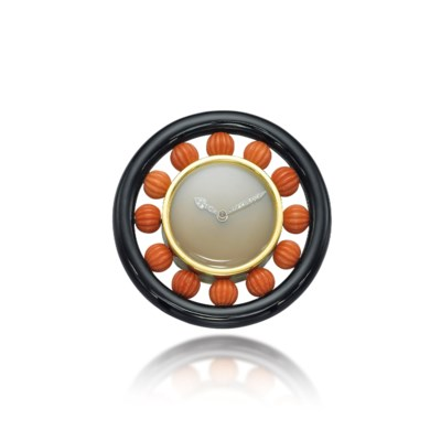 AN ONYX AND CORAL DESK CLOCK,