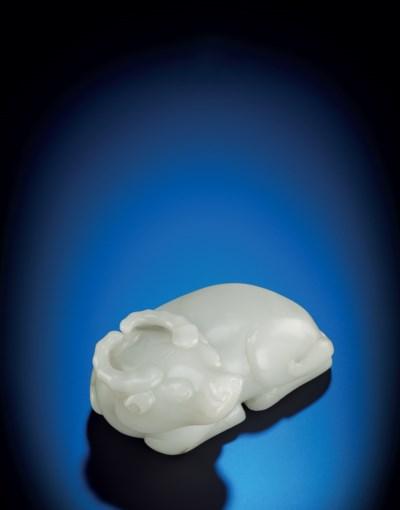 A FINE LARGE WHITE JADE RECUMB