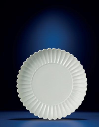 A SUPERB WHITE-GLAZED 'CHRYSAN