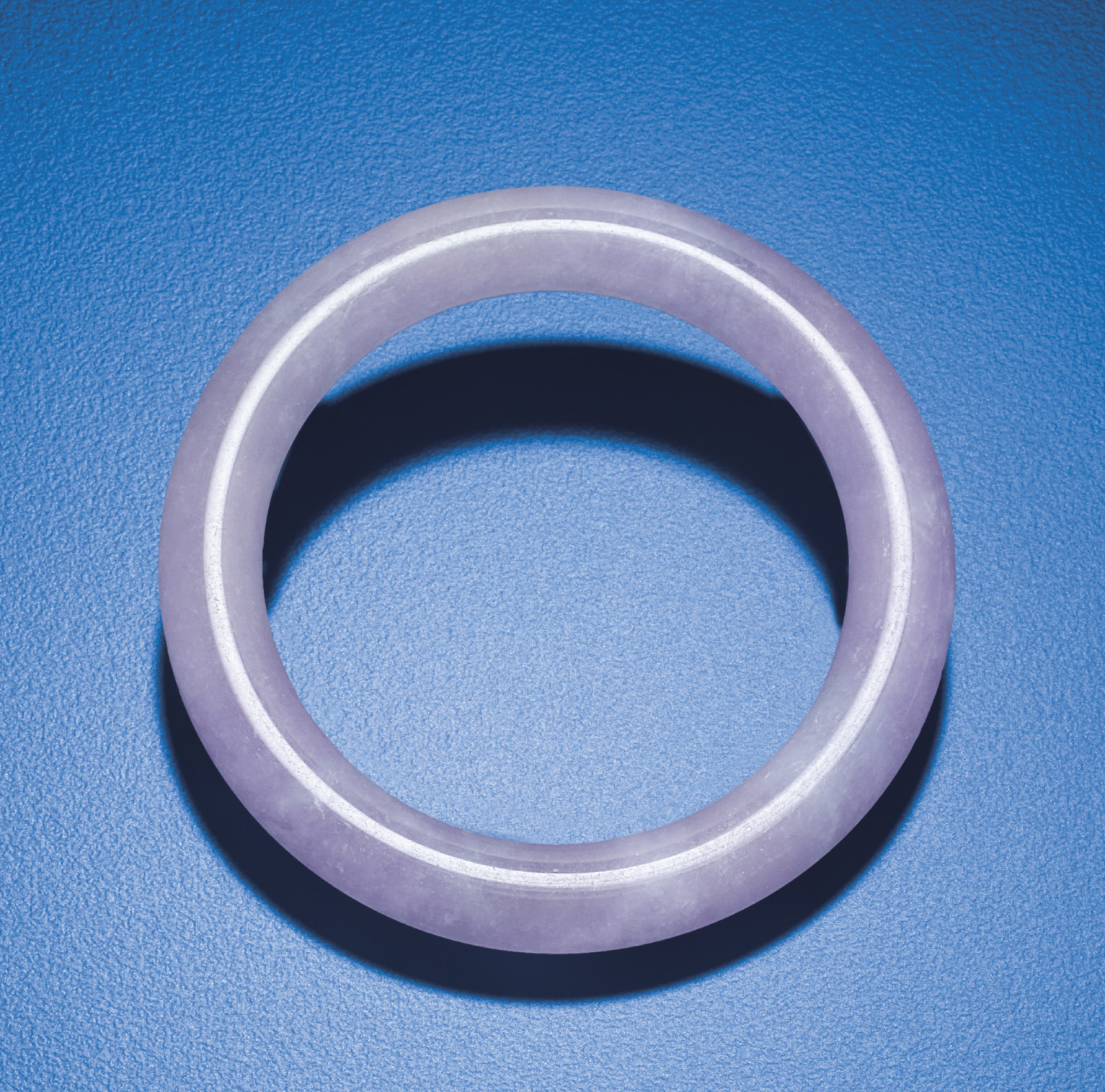 A PURPLE JADEITE BANGLE