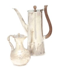 AN AMERICAN SILVER COFFEE POT AND A COVERED MILK JUG,