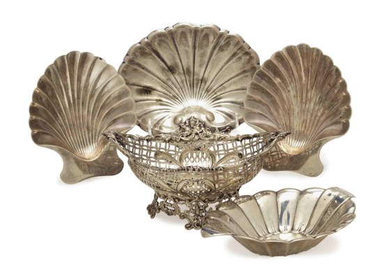 A VICTORIAN SILVER SWEETMEAT B