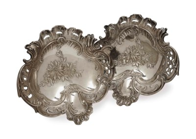 A PAIR OF CONTINENTNAL ROCOCO-