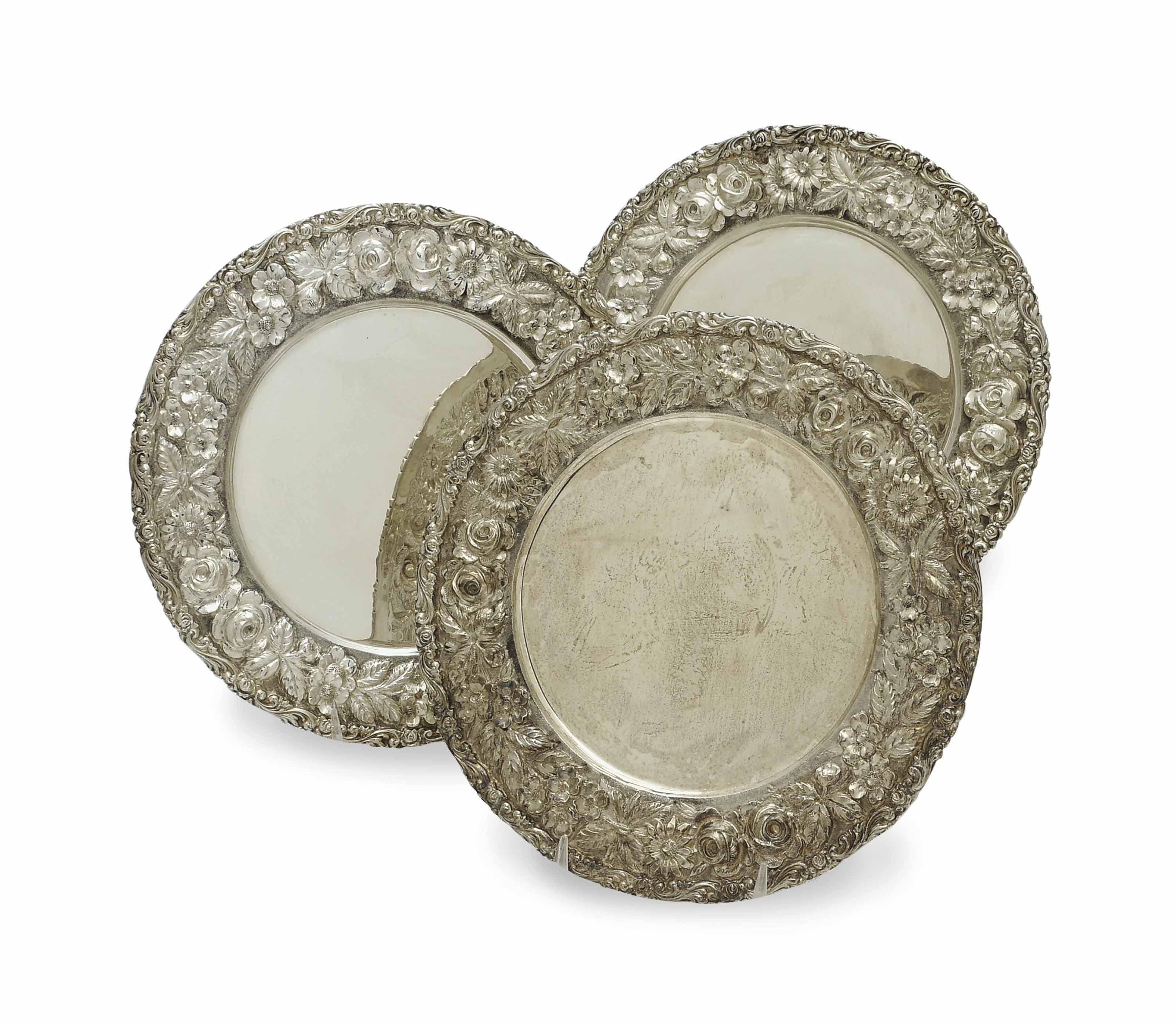 A SET OF TWELVE AMERICAN REPOUSSE SILVER PLACE PLATES,