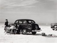 Winter tourists picnicking on running board of car, Sarasota, Florida, 1941