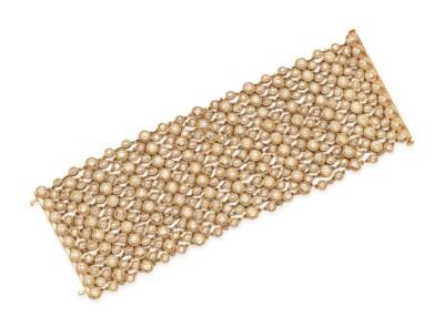 A DIAMOND AND ROSE GOLD BRACEL