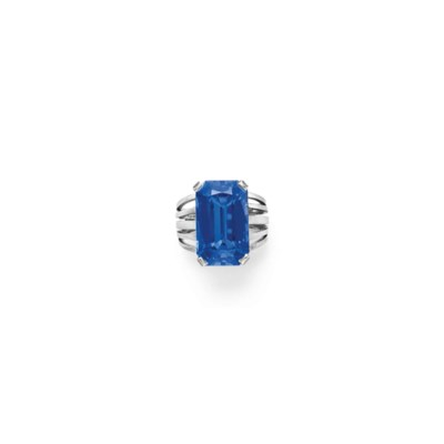 A TREATED SAPPHIRE RING