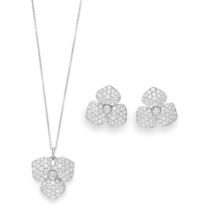A SET OF DIAMOND JEWELRY, BY T