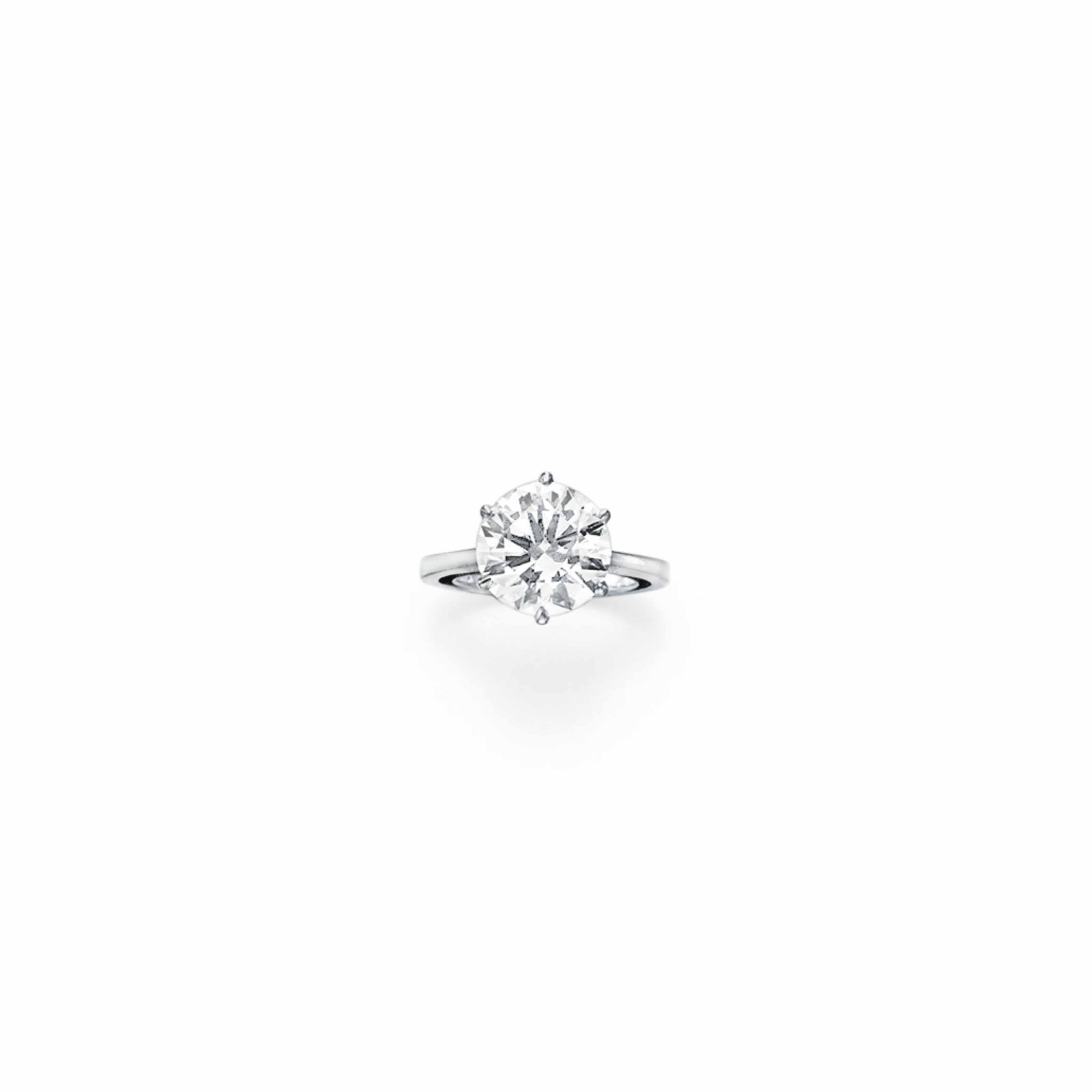 A DIAMOND RING, BY GÜBELIN