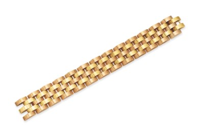 A RETRO BI-COLORED GOLD BRACEL