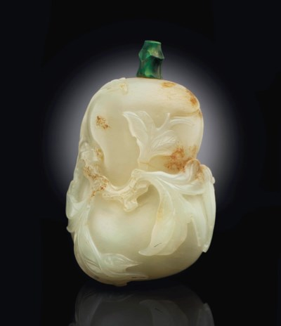 A WHITE JADE PEACH-FORM SNUFF