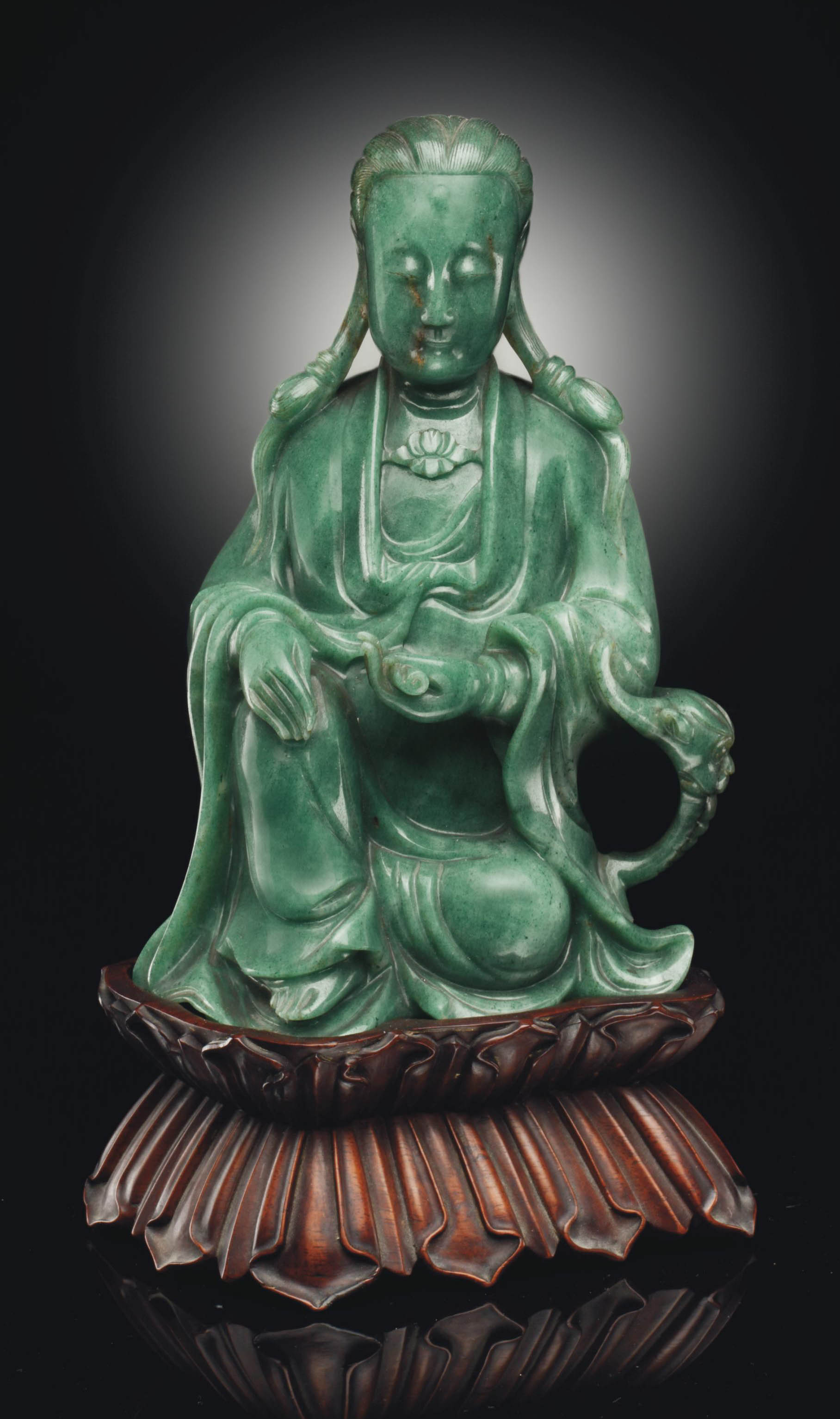 A QUARTZ FIGURE OF GUANYIN