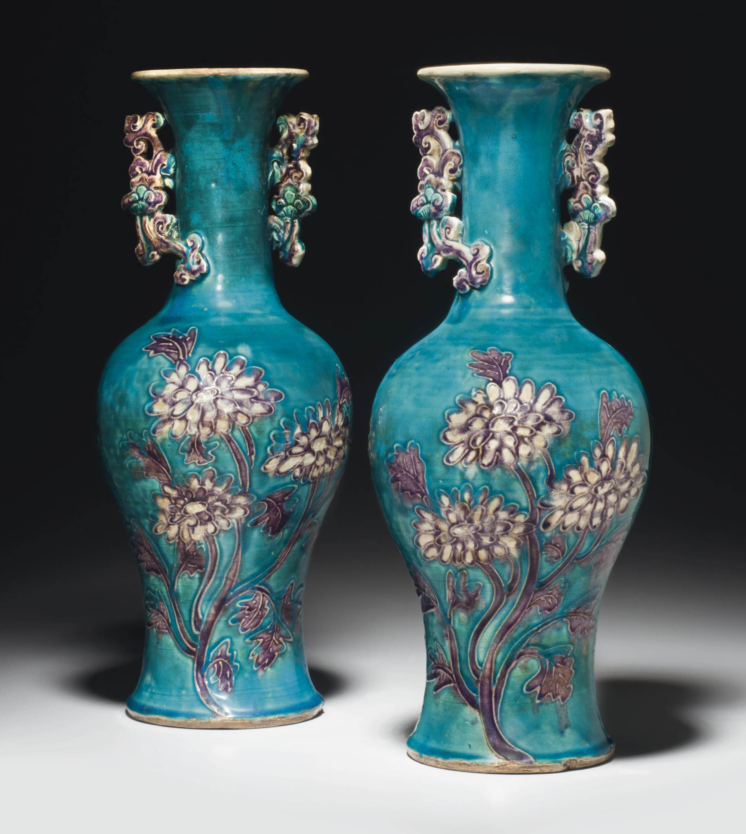 A PAIR OF TURQUOISE-GROUND FAH