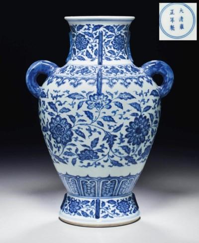 A VERY RARE BLUE AND WHITE ARC