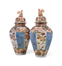 A PAIR OF JAPANESE IMARI PORCELAIN BALUSTER JARS AND COVERS