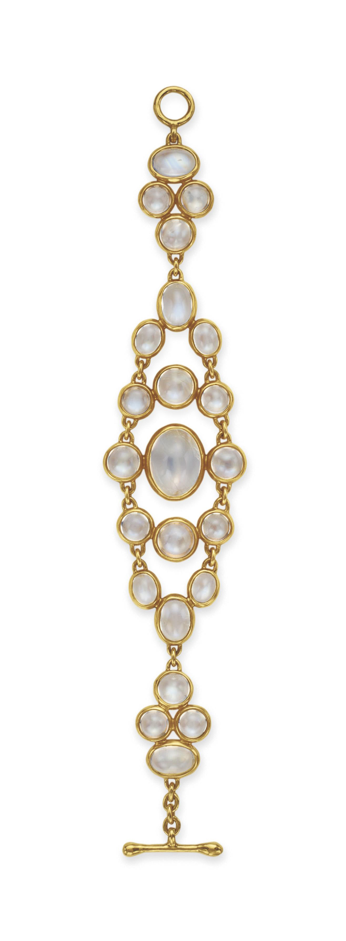 A MOONSTONE AND GOLD BRACELET,