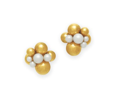 A PAIR OF CULTURED PEARL AND G